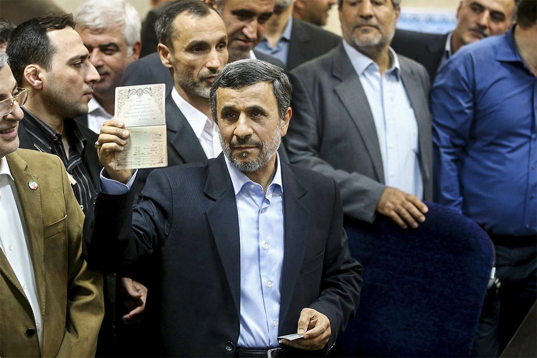伊朗前總統艾哈邁迪內賈德被拒參選總統。圖為4月12日,艾哈邁迪內賈德報名參選。