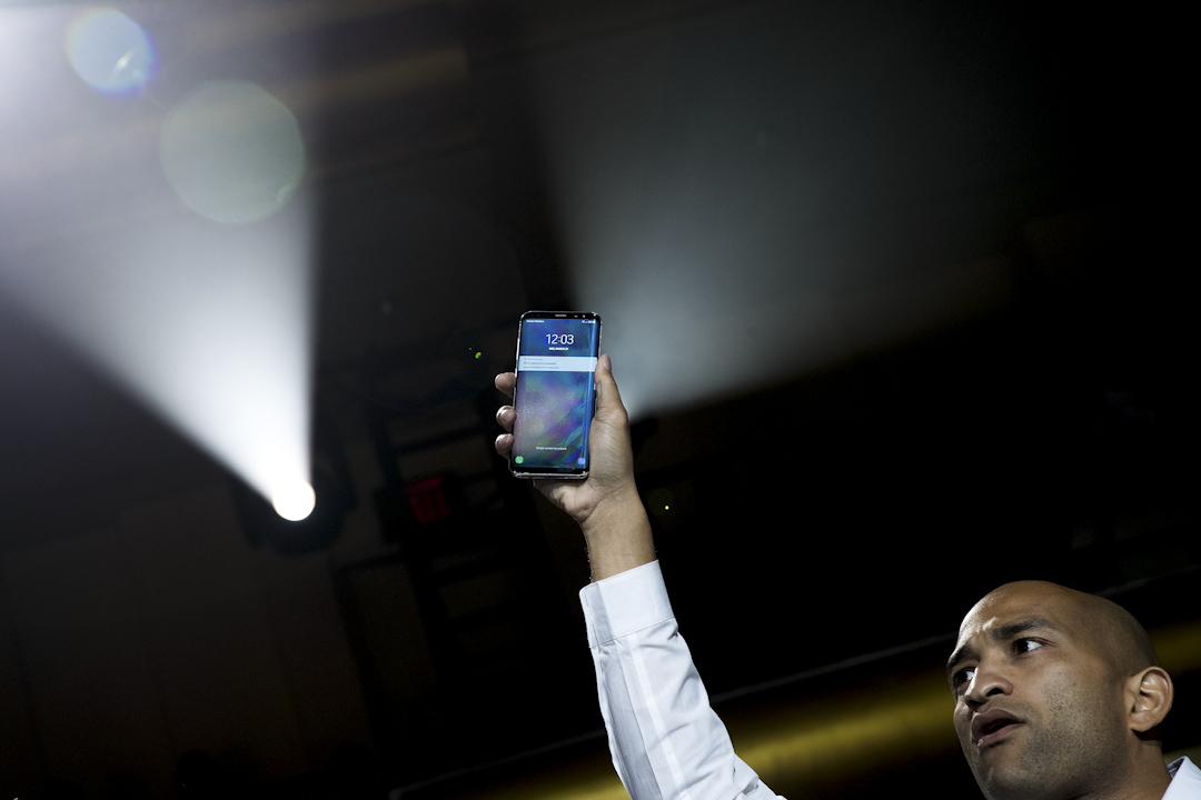 Google和頂尖的Android合作夥伴簽署協議,同意分享軟件專利,Google與三星會是最大贏家。圖為2017年3月29日,三星發布最新手機Galaxy S8。