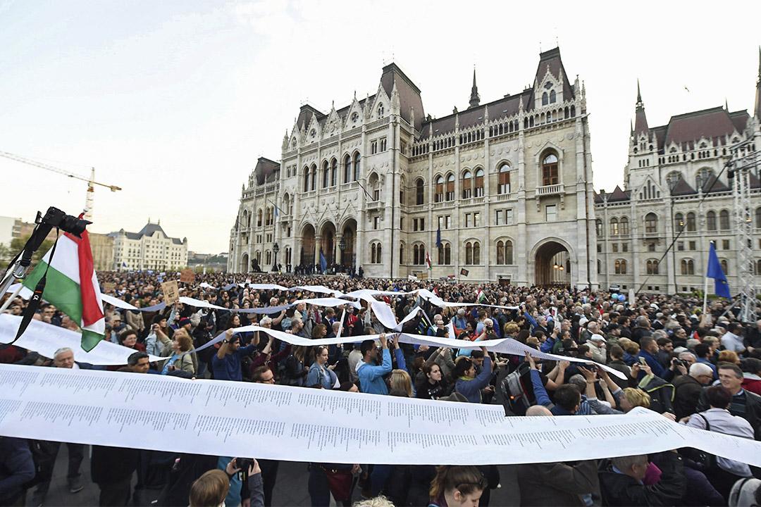 2017年4月9日,大批人遊行抗議匈牙利計劃關停金融大亨索羅斯資助的著名學府中歐大學。