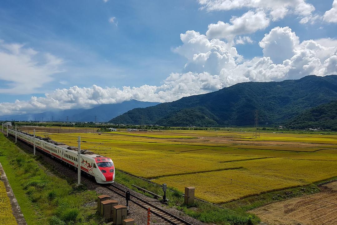沿着花蓮美麗的193縣道開往六十石山。