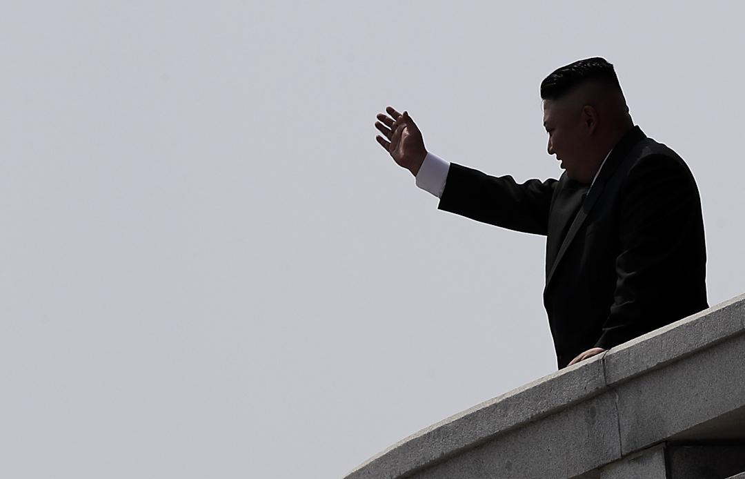 2017年4月15日,朝鮮領導人金正恩身穿西裝,而不是以往經常穿的中山裝出席太陽節閱兵儀式。