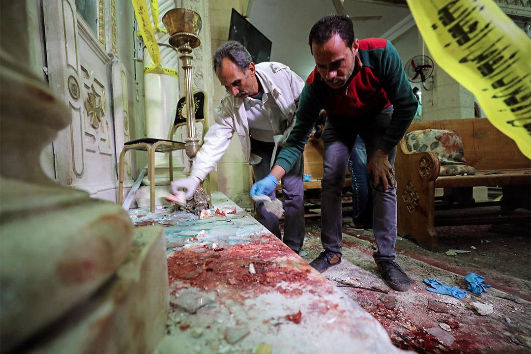 2017年4月9日,法醫人員在埃及科普特教堂調查爆炸事件。