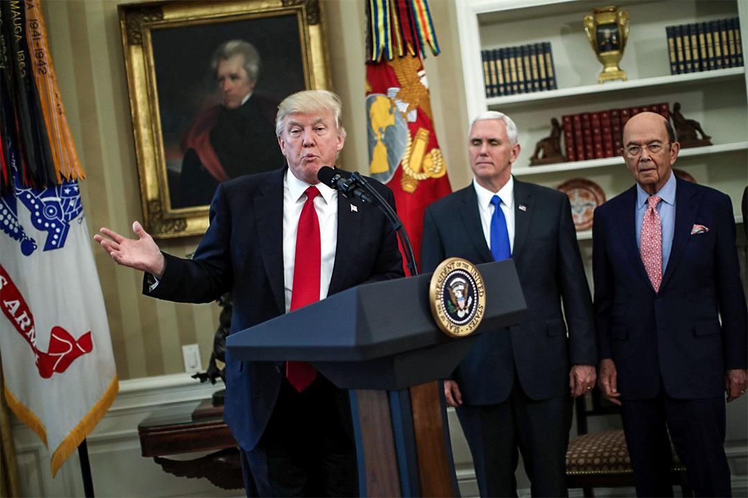 特朗普指如中國幫不上忙,美國會單幹對付北韓。圖為特朗普日前於白宮簽署行政命令後發表講話。