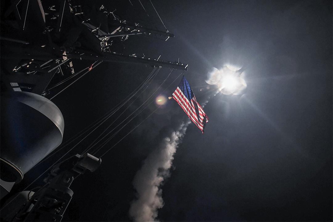 2017年4月7日,美國海軍於地中海軍艦向敍利亞軍事目標發射59枚巡航導彈,美國軍方指轟炸目的為回應敍利亞日前在反對派控制地區伊德利布省(Idlib)向平民發動的化武襲擊。毒氣襲擊導致最少過百人窒息死亡,當中大多數死傷者為婦女及兒童。