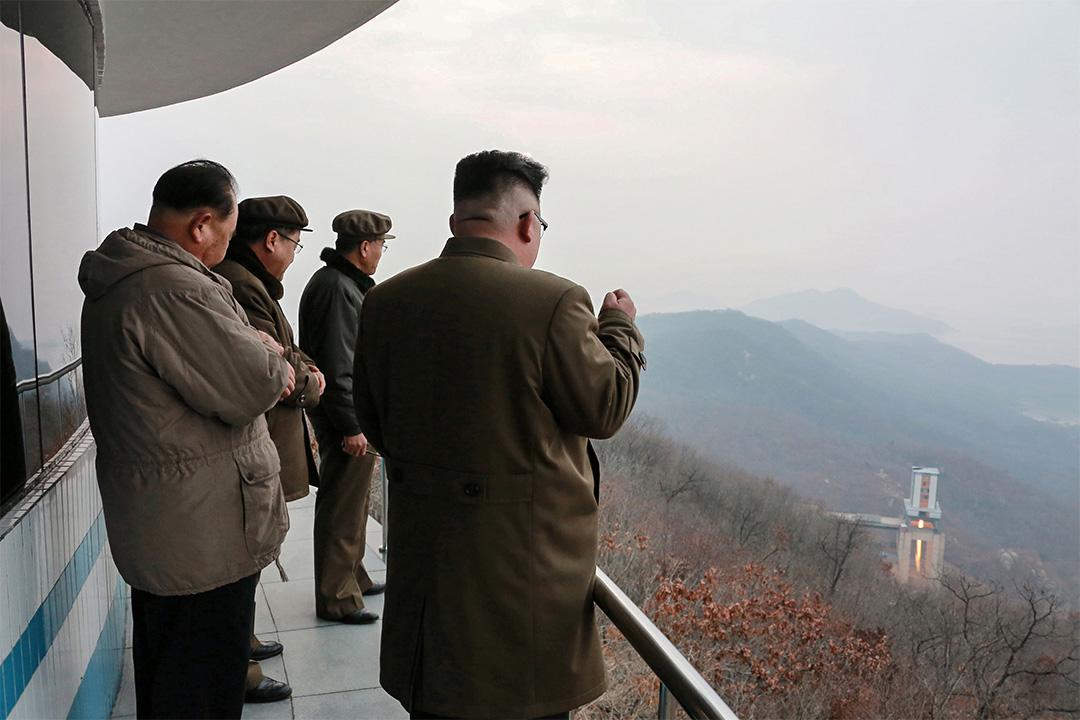 北韓向東部海域發射疑似導彈的飛行物。圖為朝鮮中央通訊社於2017年3月19日發布的相片。