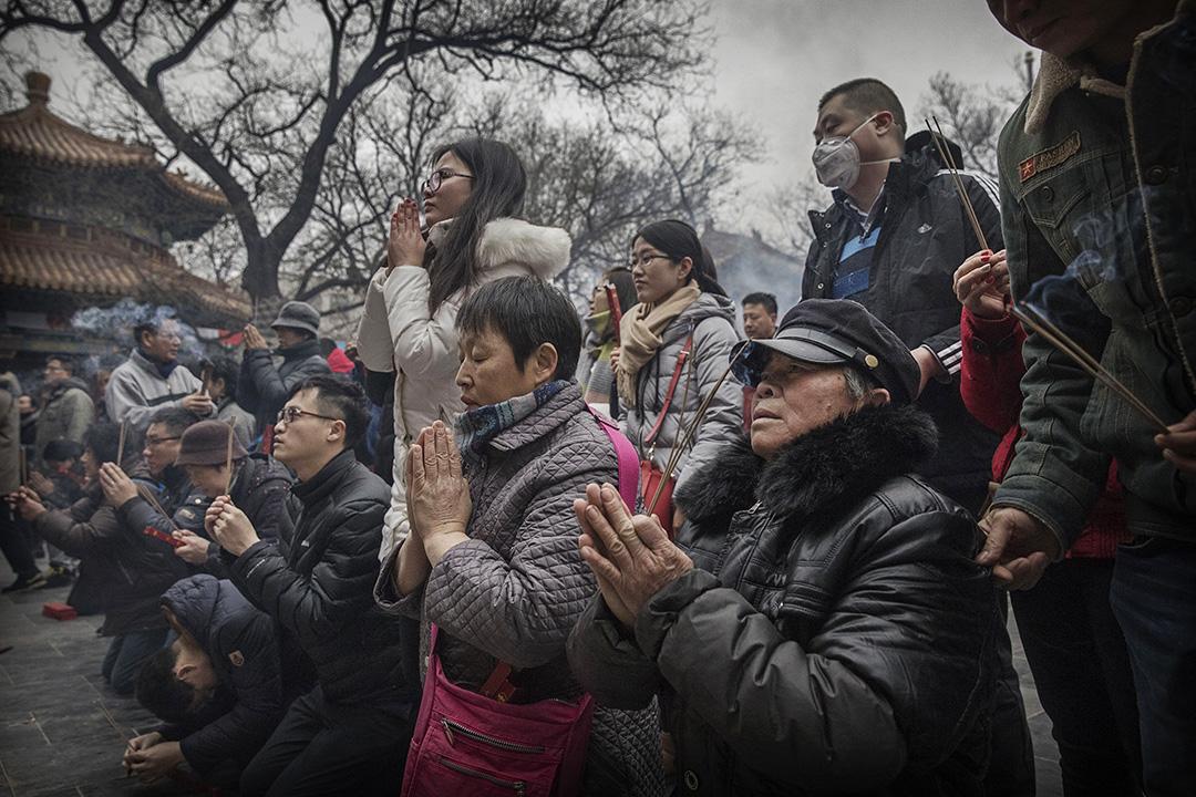 在經歷了近一個世紀對各種信仰的暴力打擊後,中國在過去一二十年間經歷了「驚人的宗教復興」:興起修建寺廟、清真寺和教堂的熱潮。
