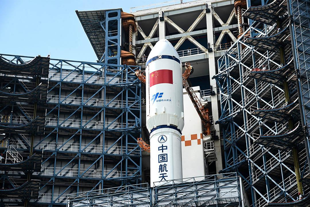 2017年4月17日,長征七號遙二運載火箭與天舟一號貨運飛船組合體安全轉運至中國海南省發射區。