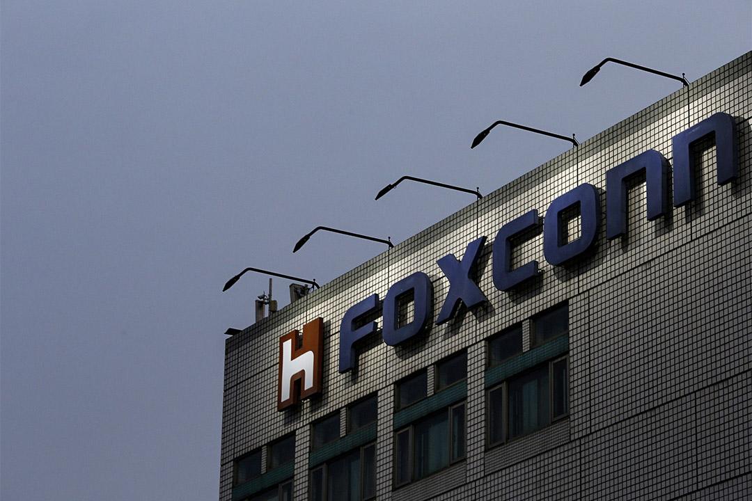 富士康開出270億美元收購東芝芯片業務。