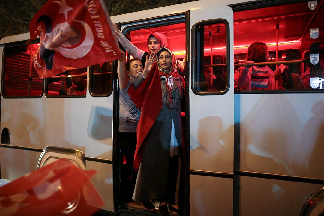 2017年4月16日,埃爾多安的支持者在土耳其伊斯坦堡舉行慶祝活動。