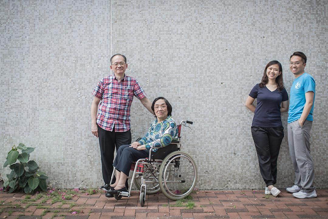 在香港,手語是一門瀕臨滅絕的語言,即使在聾人家庭裏,健全的孩子也大多不懂手語。