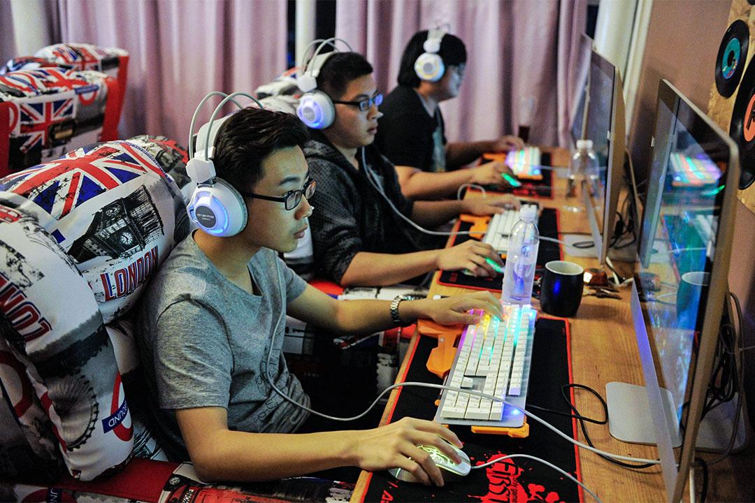 中國青島一間網吧。