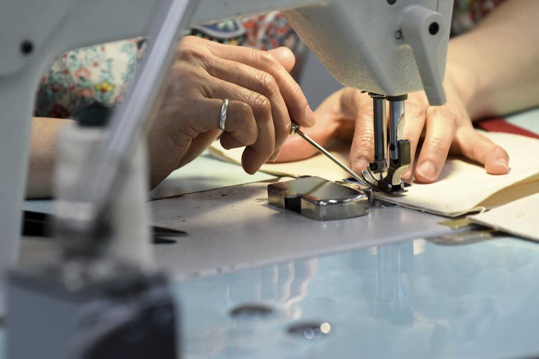 紡織業興盛的時候撐起了當地的經濟,當時台南市南區有很多成衣加工廠,對傳統家庭來說,女性在家裡做代工或是到工廠上班也都是補貼家裡經濟的重要來源。