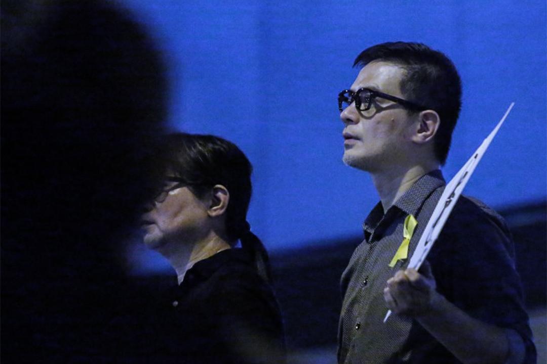"""表明支持""""占中""""的歌手之一黄耀明。图为2014年10月10日,黄耀明在中环占领区。"""