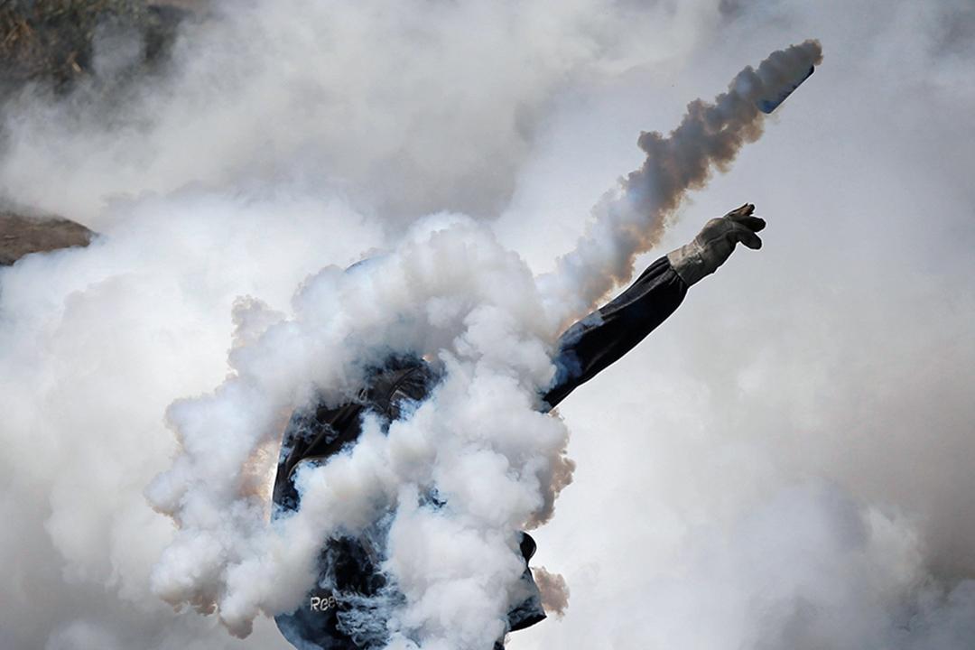 2017年4月19日,在委內瑞拉首都卡拉卡斯,爆發大規模反政府示威,反對派稱之為「示威之母」,示威者與防暴警察發生衝突。