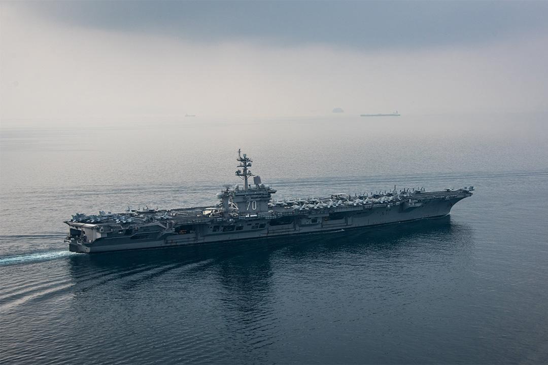2017年4月15日,美國航空母艦卡爾文森號於巽他海峽。