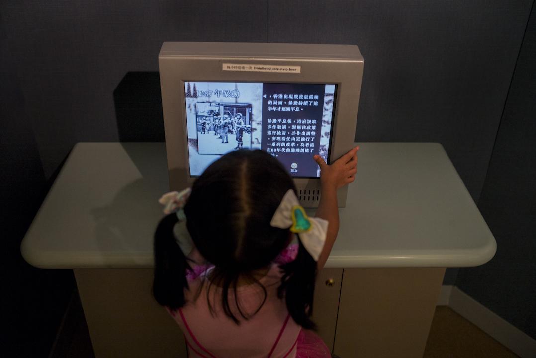 香港歷史博物館的「香港故事」常設展覽上,其中有關六七暴動的影片,只有寥寥數句。