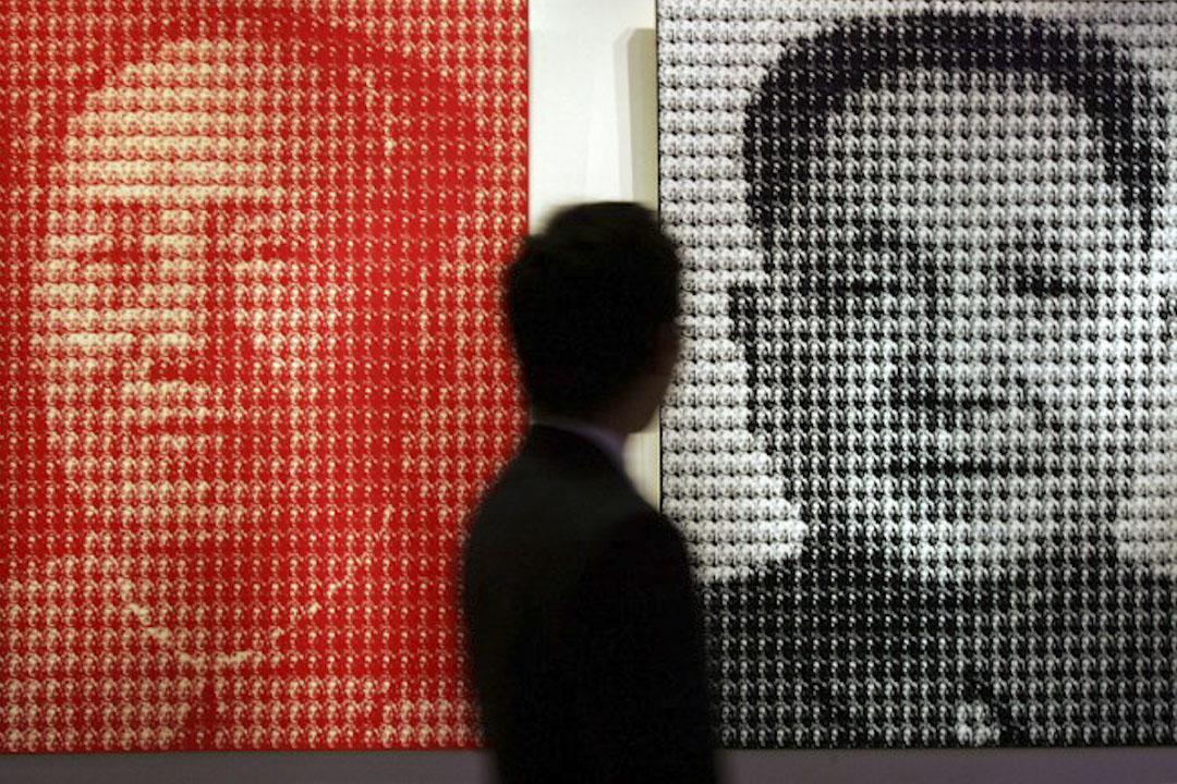 邓小平一直当作是忠诚的毛泽东主义者,所以毛虽然在文革中打倒了他,却未开除党籍,而是留作后备管理者,为他1974年复出事实上取代周恩来埋下了伏笔,邓的复出,仍然是毛主义的继续。