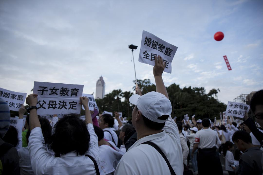 2016年12月3日,護家盟發起「百萬家庭站出來!婚姻家庭,全民決定」遊行。