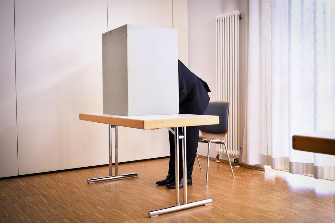 2017年5月14日,在德國維爾塞倫,德國社會民主黨領袖舒爾茨在北萊茵-西法倫 (North Rhine-Westphalia) 地方選舉中投票。