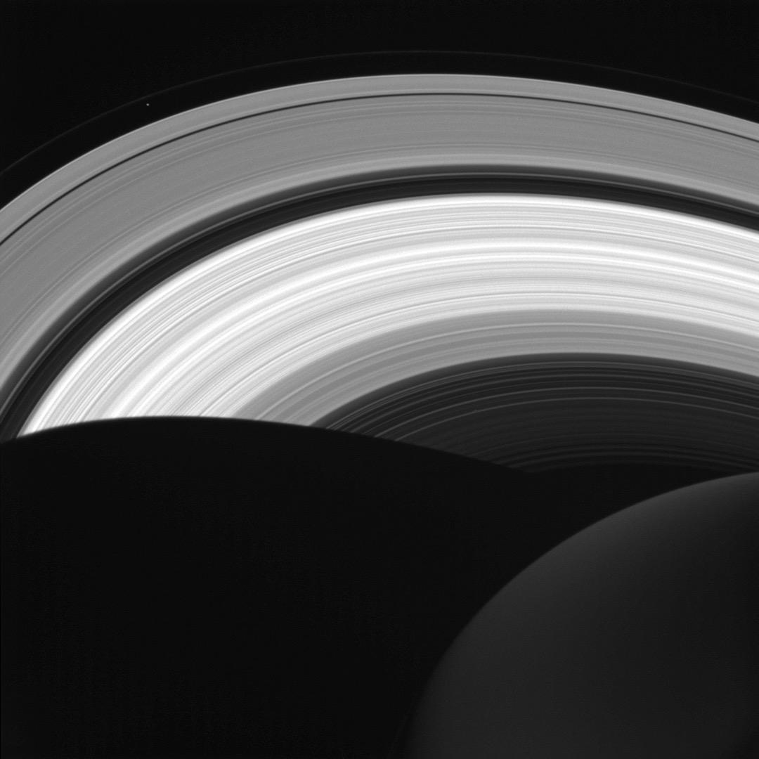 2016年4月14日,土星在環上的影子。