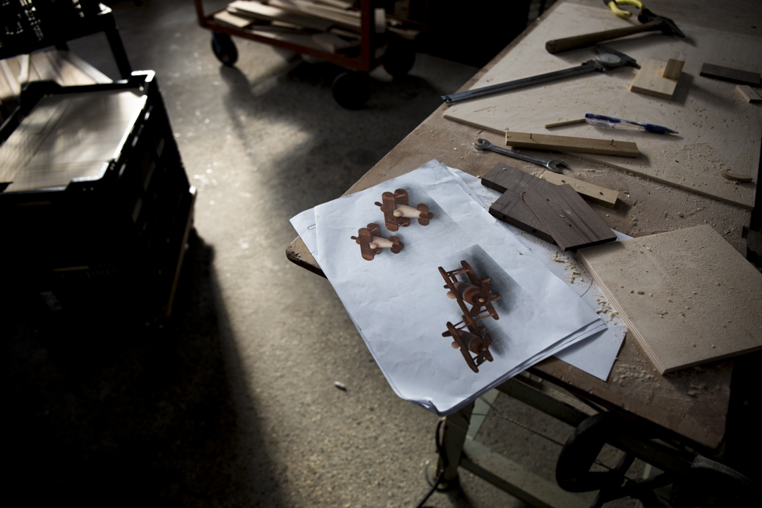 「木匠兄妹」現在每個月都會開發二十樣新產品,從中擇優打樣、試賣,最終篩選出每季一到三款商品真正量產。