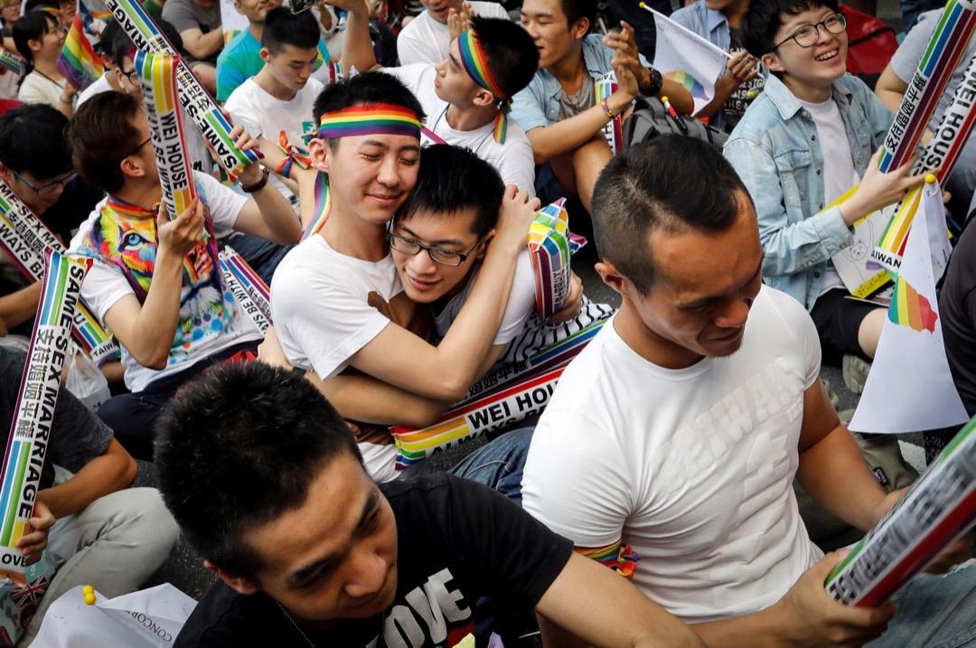 2017年5月24日,同性婚姻支持者在台北市內舉行集會,在聽到立法院宣告《民法》不允許同性建立「親密、排他、永久關係」的相關規定違憲後,支持者都互相擁抱慶祝。