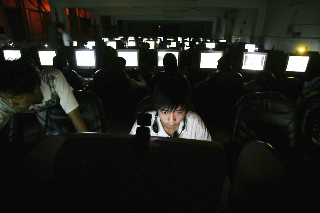 中國政府加強網絡新聞服務管控,對於網民的最大影響是看新聞需要實名了,如果用戶不向新聞平台提供真實身份,新聞平台不得為之提供服務。