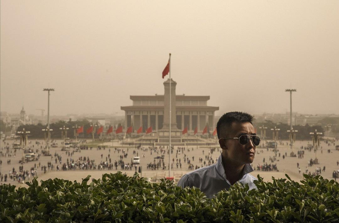 北京的霧霾嚴重,空氣混沌不清,長期影響北京居民的生活。