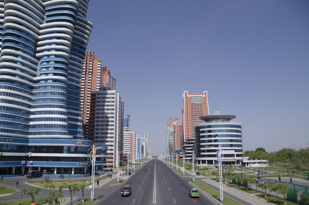 北韓旅行團所拍攝的當地街道,建築物都仿似一塵不染。