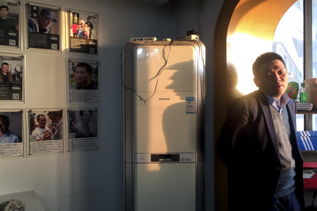 伍雷在洗冤办公室。
