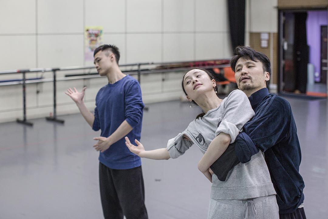 正正是要到了中年,《倩女幽魂》電影的故事才在香港舞蹈團藝術總監楊雲濤的腦海中漸漸發散出些啓示性的意味。