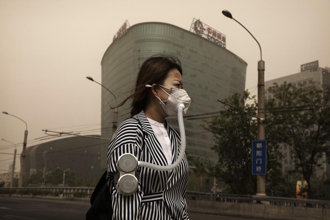 2017年5月4日,沙塵暴襲擊北京和鄰近的天津,北京能見度最低只有300米,空氣重度污染,彷彿黃土漫天,連氣温也突然下降。
