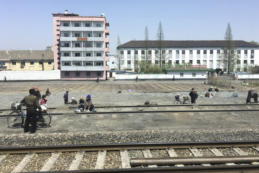 由車上觀看北韓的街上景像。