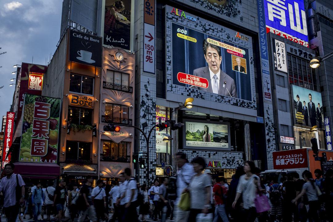 日本是個集體主義與群性興盛的國家,體現在媒體上卻壓抑了新聞自由,使得媒體會因為同業間的壓力而不易出現獨家新聞、揭弊新聞,媒體表現實際上令人失望。
