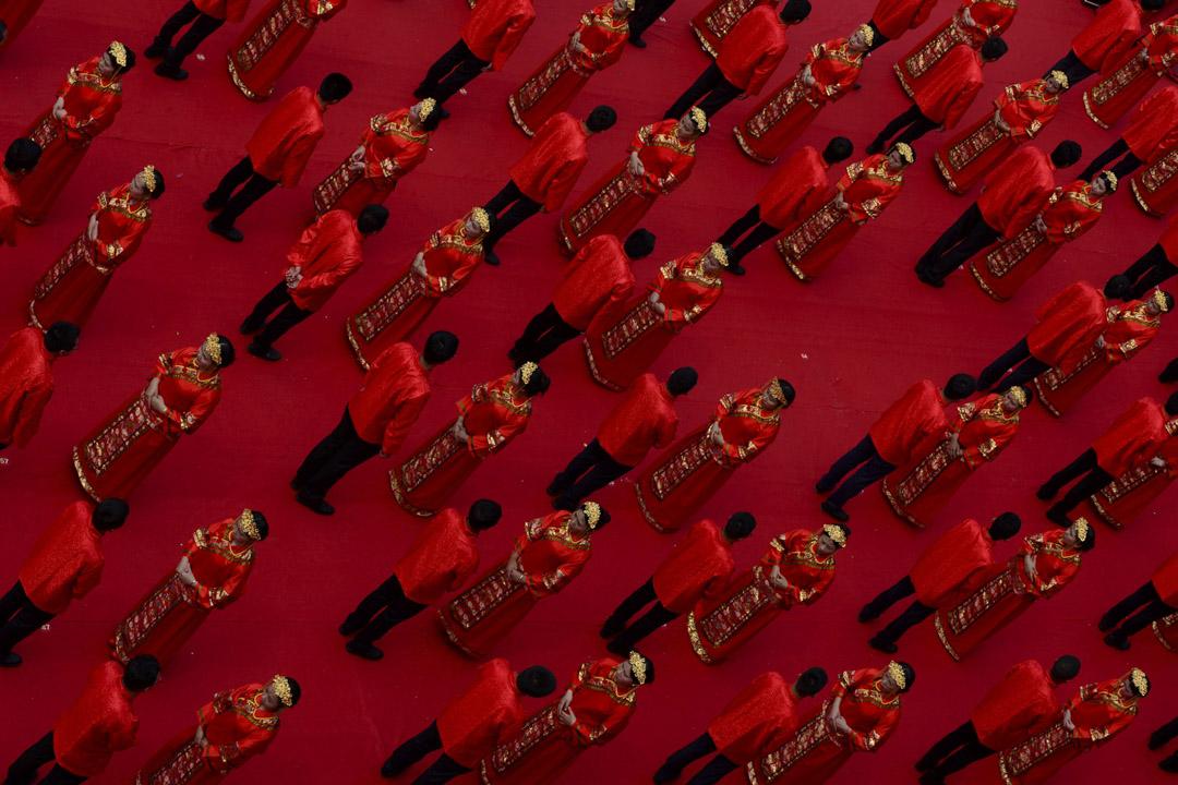 """2017年5月20日,許多新婚在中國江西省贛州參加傳統漢代風格的集體婚禮,不少中國人選擇在5月20日這天結婚或舉行婚禮,因為""""520""""的普通話發音類似於「我愛你」。"""