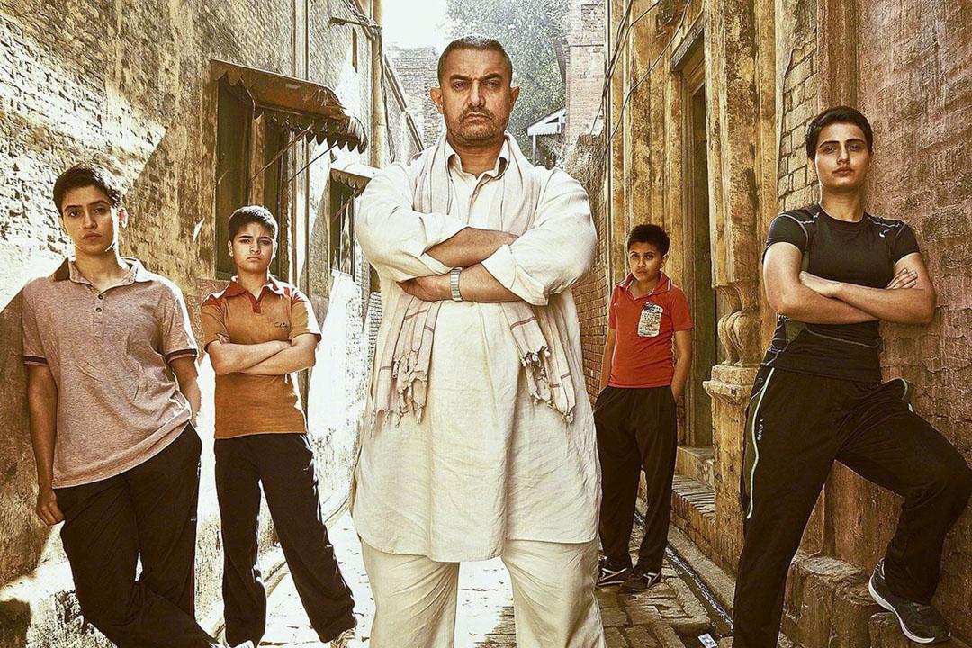 印度巨星阿米爾.罕(Aamir Khan)的新作《摔跤吧!爸爸》(*Dangal*)近日在中國上映。這部真人真事改編的電影,去年底上映時就在印度引發爭議。