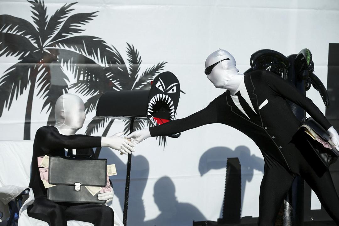 2017年5月18日,在德國法蘭克福,來自反全球化組織的成員在德意志銀行開年會前示威。