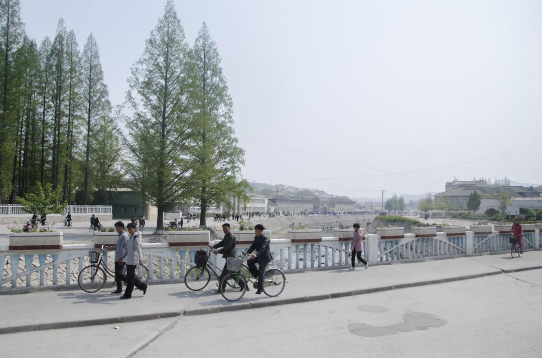 北韓旅行團所拍攝的當地人的生活情況。