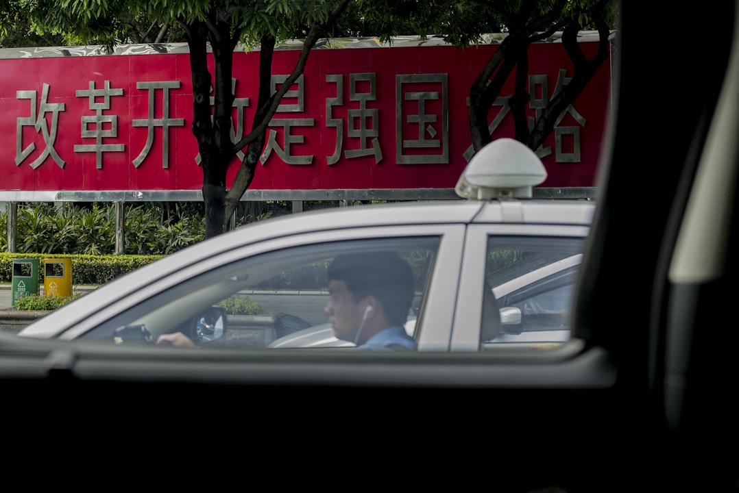 對於一個社會,一個城市的樣態,司機從座駕上提供了側面的觀察。