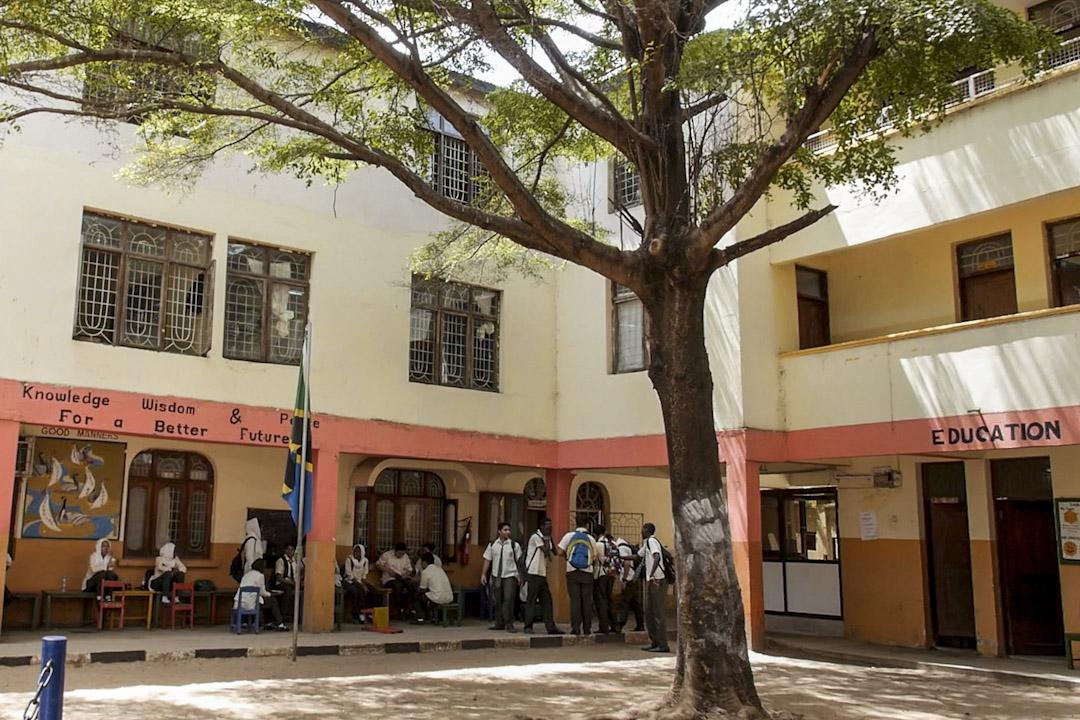 好撒馬利亞人建校於1999年,分學前班、小學、初中部,共有500多名學生。採用坦桑尼亞教學大綱,用英語授課。學費每年數百美元。學生多為當地人,其中基督教徒和穆斯林幾乎各佔一半,目前有十幾名中國學生。