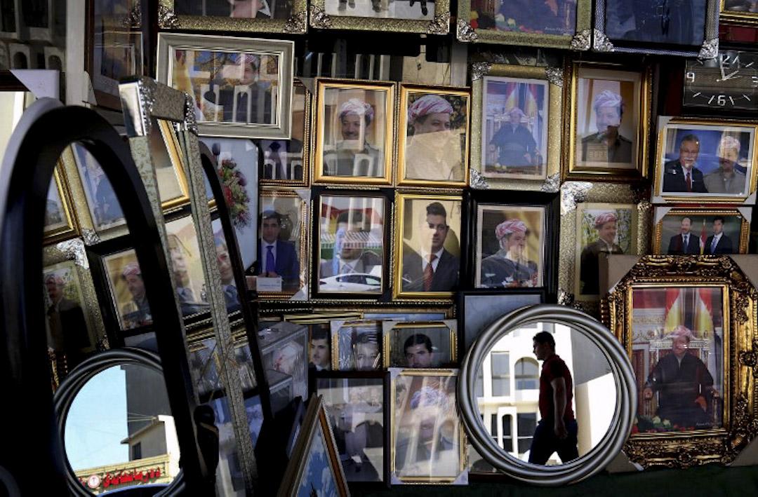 伊拉克庫爾德族自治區(KRG)的總統馬蘇德.巴爾扎尼(Masoud Barzani)在推特上宣布今年9月25日,進行獨立公投。圖為當地一間售賣其肖像照片的商店。 攝:Safin Hamed  / AFP