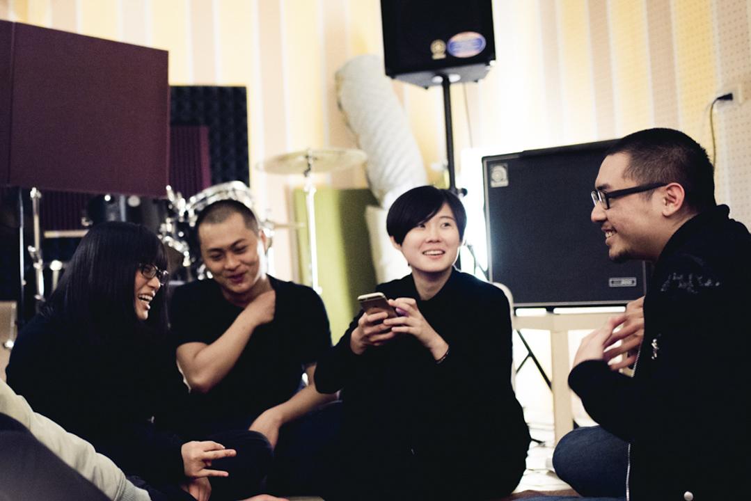 草東沒有派對成員由(左起)vocal/吉他手筑筑(詹為筑)、vocal/吉他手巫堵(林耕佑)、鼓手凡凡(蔡憶凡)和vocal/貝斯手世暄(楊世暄)組成。 攝:高啟舜