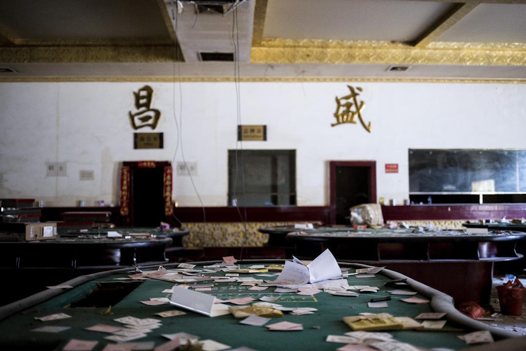 36戰事,老街上損害最嚴重的莫過於三大賭場,戰事兩個月後,其中一個賭場內仍滿目瘡痍。