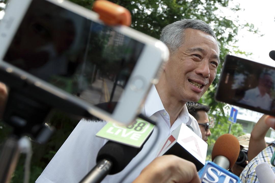 在新加坡人的印象中,第一家庭長久以來都相當低調,除了總理李顯龍在新傳播時代顯得非常「與時俱進」,在臉書上和選民們互動頻繁,為執政的人民行動黨「圈粉」無數以外,他的弟妹李瑋玲和李顯揚一向鮮少出現在公眾視野之中。