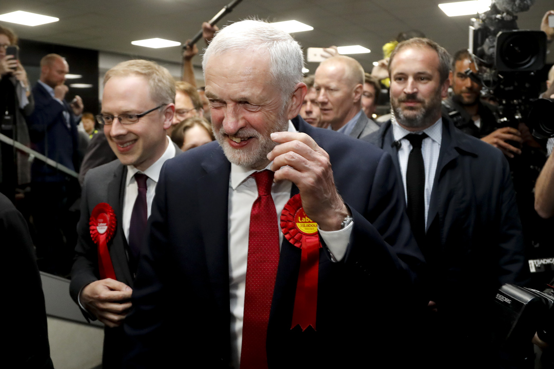 郝爾彬領導的工黨於選前被看淡下,在國會選舉中一舉奪得262席。