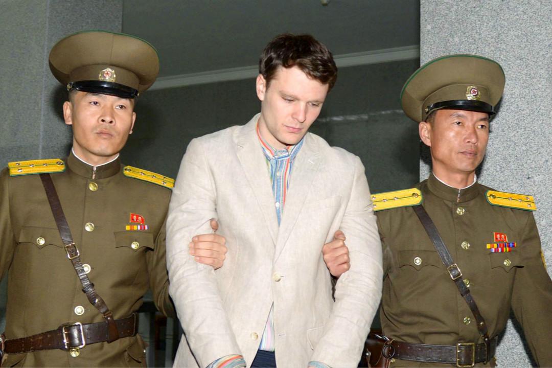 2016年3月16日,被控「陰謀顛覆國家罪」的美國學生 Otto Warmbier 被送往北韓最高法院。 攝:Kyodo/Reuters