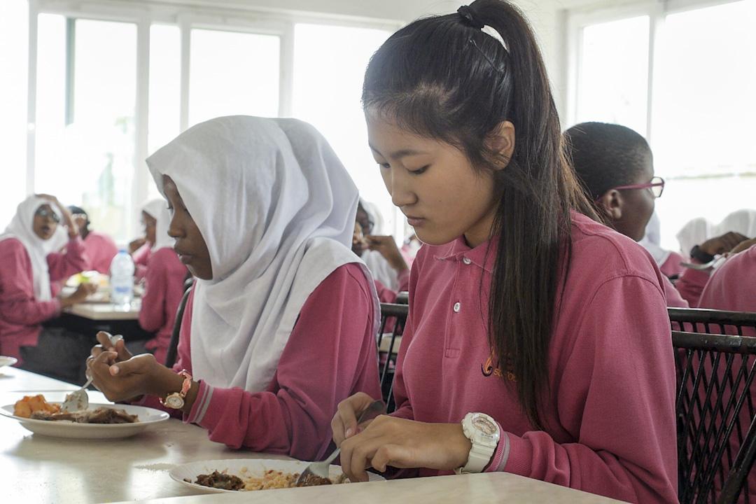 今年5月,王聰聰剛剛畢業,她計劃明年開始讀大學。上初中時,王聰聰曾代表學校去美國參加國際中學生計算機大賽,從那時起,她便夢想去哈佛大學讀本科。