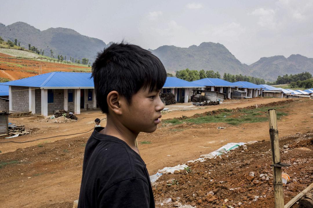 人口總數約13萬的果敢自治區,2015年以來因兩次戰事而被迫逃離家園的難民人數,自治區宣傳處統計約2萬2,000人。近兩年來,自治區政府也在老街市區與郊外蓋起簡易的住所,供戰時逃難到中國,戰事趨緩卻又無家可歸的難民居住。 作者提供圖片