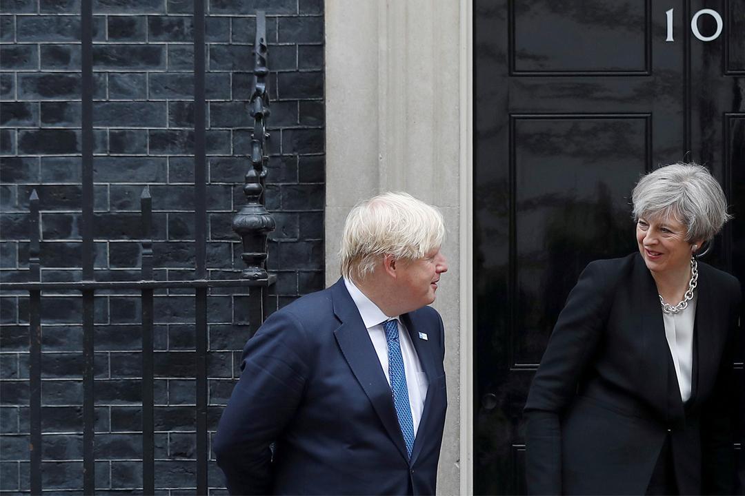 報導指在大選過後,保守黨5名閣員曾慫恿外相約翰遜向文翠珊逼宮,但約翰遜已表態支持文翠珊續任黨魁兼首相。   攝:Peter Nicholls/Reuters