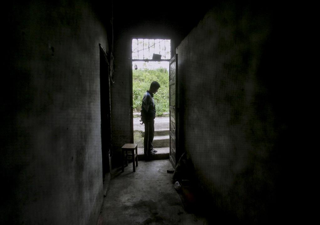 雖然司法上對於非行少年的處遇轉向「福利化」,但實務上安置輔導卻碰上不少門檻。某地方法院法官就感嘆:「吸毒、性議題和身心障礙的孩子,幾乎很難找到機構願意收。